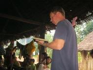 Predicando a los kichwas 6 horas adentro de la selva en canoa