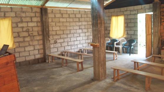 adentro de la iglesia